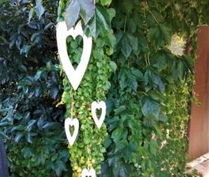 cuori in legno per gli sposi