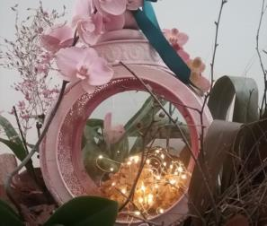 Lanterna orientale con Orchidee