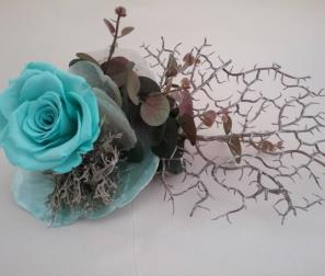 Rosa Tiffany, corallo e madreperla.